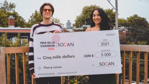 Thierry Larose, récipiendaire du Prix de la chanson SOCAN 2021 et Sara Dendane, responsable A&R pour la SOCAN.